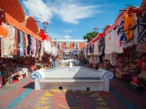 Visita el mercado artesanal