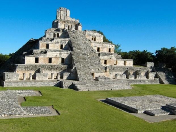 Visitez la zone archéologique d'Edzná