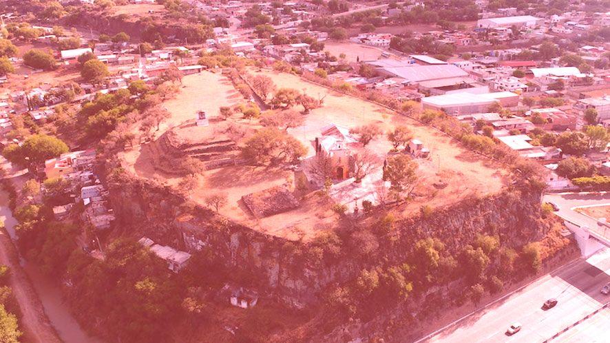 Archäologische Zone der Nachbarschaft und Cerro de la Cruz